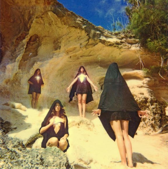 Señoritas montañeras (© Neil Krug)